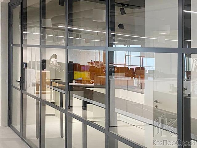 Алюминиевая дверь КПС Люкс со смарт стеклом